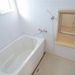 窓があり換気がしやすいバスルーム♪(風呂)