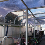 雨の日も安心の屋根付き駐輪場☆