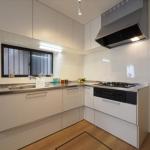新品のL字型キッチンはナチュラルカラーでオシャレです♪(キッチン)