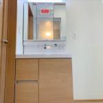 3面鏡裏にも収納スペースがあるので便利な洗面台☆(内装)
