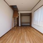 6帖洋室。整理整頓に便利な小屋裏収納!(内装)