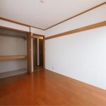 6帖洋室。各室収納スペースがあります!(玄関)