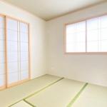 リビング隣の4.5帖和室。テレワークや家事スペースにも使えます!(内装)